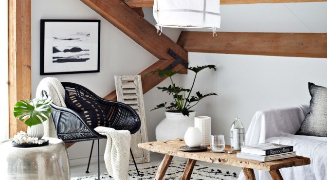 Vind jij het moeilijk om van de zolder met een schuin plafond een leuke praktische ruimte te maken? Kijk dan eens naar deze ideeën en overwin de struggles