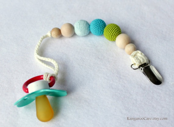 Crochet Bead Pacifier Clip.  I need to make this!