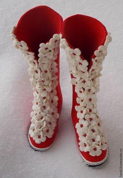 """Обувь ручной работы.  Валенки для улицы """"Цветочная пена""""."""