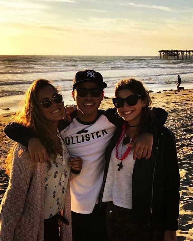 """#PacificBeach 🏝✈️🇺🇸 A solo 20 minutos del centro de #SanDiego, en #California, se encuentra la famosa playa """"Pacific Beach"""", la cuál es un perfecto lugar para desconectarse y sentir las llamadas """"Californian Vibes"""". El lugar ofrece excelentes vistas al Océano Pacífico, acompañadas de las tradicionales palmeras que tanto caracterizan a la costa Oeste de los EEUU. Además, existe una gran variedad de restaurantes que no se pueden dejar pasar! Mi recomendación personal? El """"Baja Beach Café""""…"""