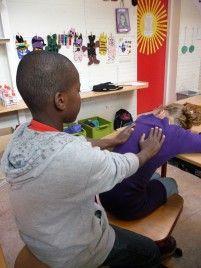 Voorbeeld verhalen staan op de website!! Een massageverhaal  Onderlinge kindermassage in de klas