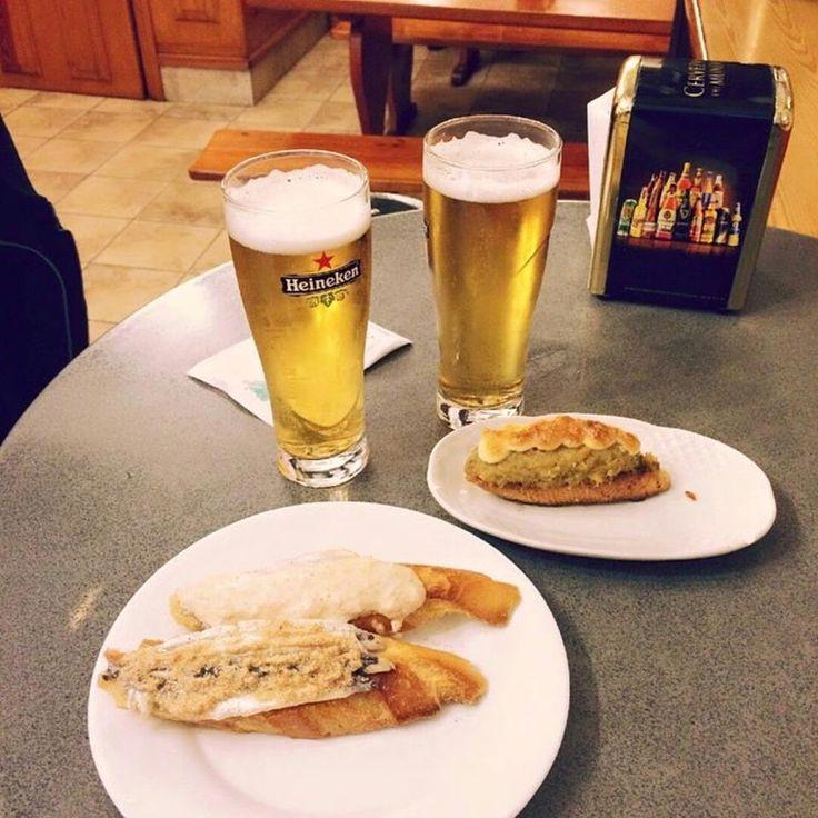 "#donostia #oldtown #destinos #pintxos #miniature #culinary #art #anchovies #delicious #basquecountry #paisvasco #sansebastian #pinchos Foto de ""Brigadeirosebarcelona"""