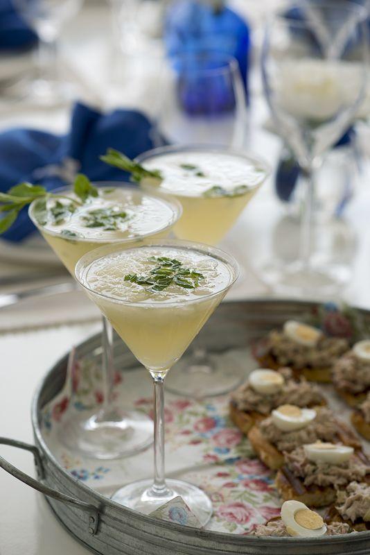 В День независимости мы так пообедали Коктейль совместного производства: лимонный сорбет с Просеко, водкой и мятой Тосты из бриоша с салатом из тунца…