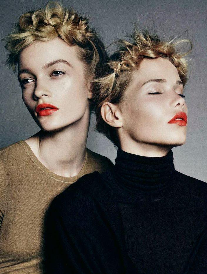Mes p'tits bonbons - glamour:   Braid twins. Via Pinterest   Pour mon...