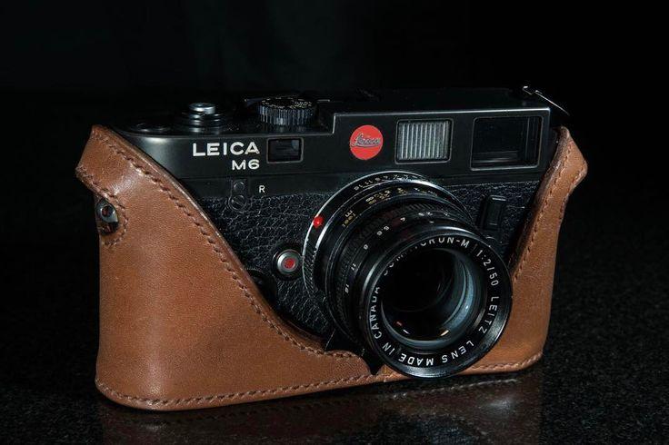 ライカMモデルはカメラのコントロール性を失わずにカメラをしっかりと守るように設計されています . . . . #イギリス製 #イギリスブランド #ハンドメイドレザー #革小物 #オーダーメイド #レザークラフト #カメラケース #ライカ #カメラアクセサリー #orcacollective