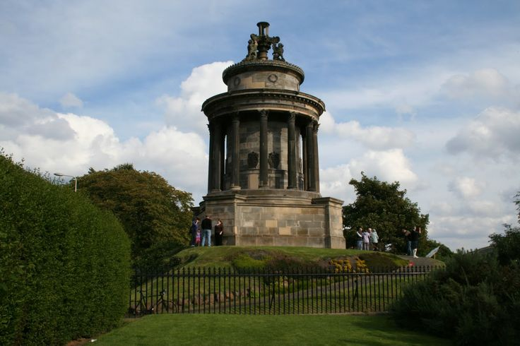 Enjoy a Burns Supper in Edinburgh 25th January and a short break at Craigwell Cottage only a stone throw from the famous Royal Mile and the Burns Monument www.2edinburgh.com