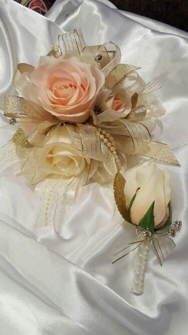 Cream and blush and gold prom corsage from Hen House Designs www.henhousedesigns.net
