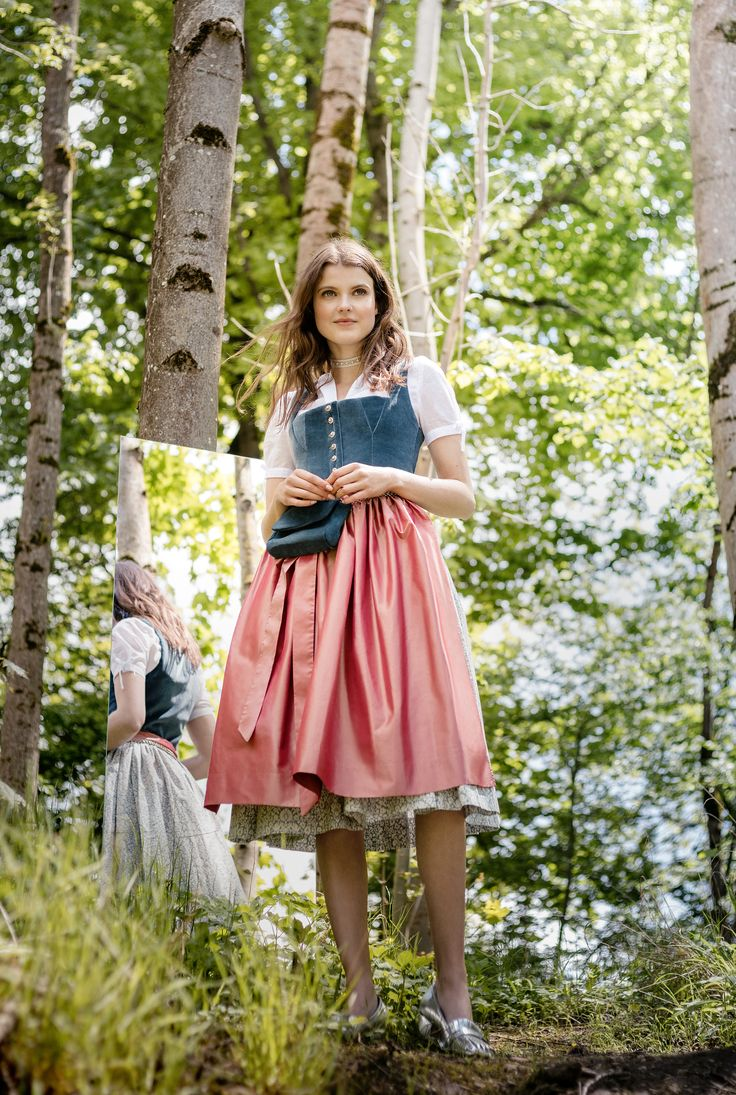 Dirndl CORNELIA aus Baumwollsamt mit erdbeerfarbener ...