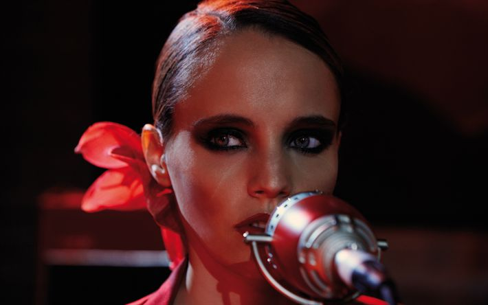Download wallpapers Anna Calvi, British singer, portrait, make-up, beautiful woman, blonde, microphone