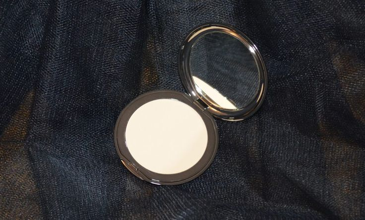 Teeez Cosmetics Be Smooth Face Powder from the December 2016 Goodiebox