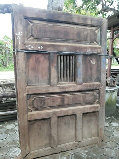 Found in Pati, a small town in Central Java. Made of teak and little carving.