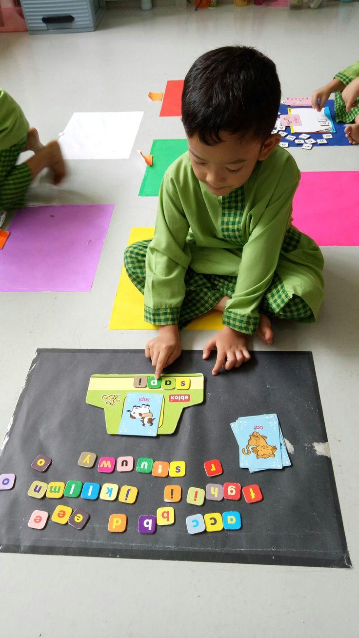 "arranging letters for ""pets"" #school #activities #pets #farm #animals #letters #language #skill #islamic #kindergarten #alhaamidiyah #jagakarsa #southjakarta #indonesia"