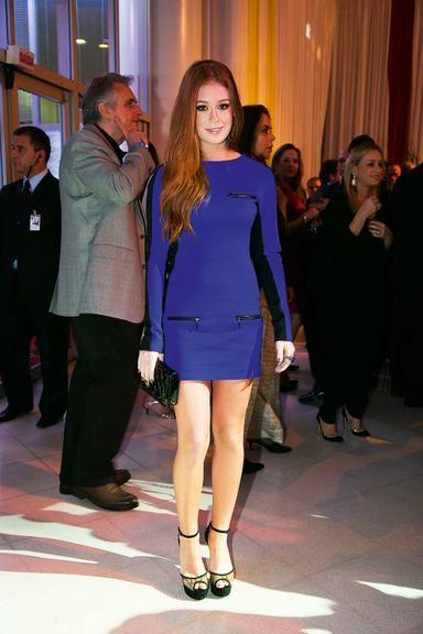 Marina Ruy Barbosa: vestido manga longa azul