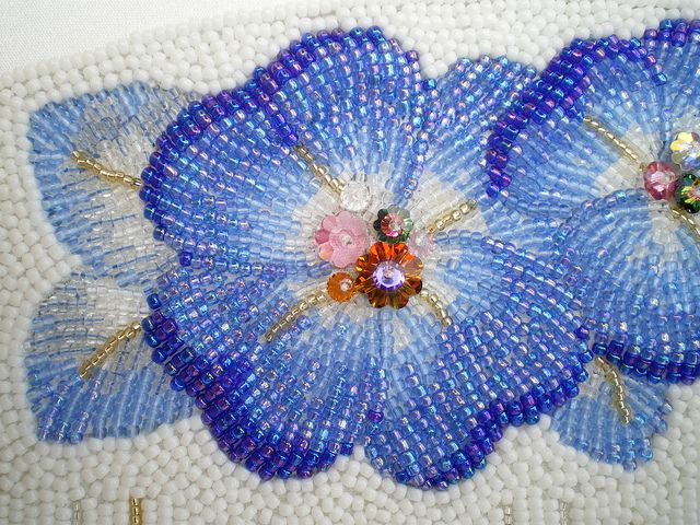 Beautiful bead work - /bloglabobine/broderie-motifs-et-techniques-embroidery-patterns/   BACK
