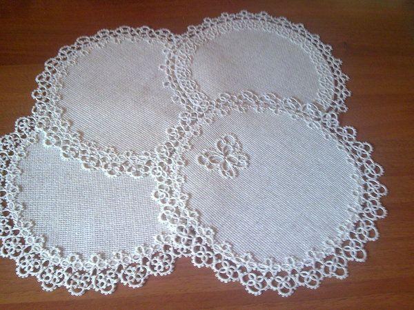 Как сделать салфетки из ткани на стол своими руками