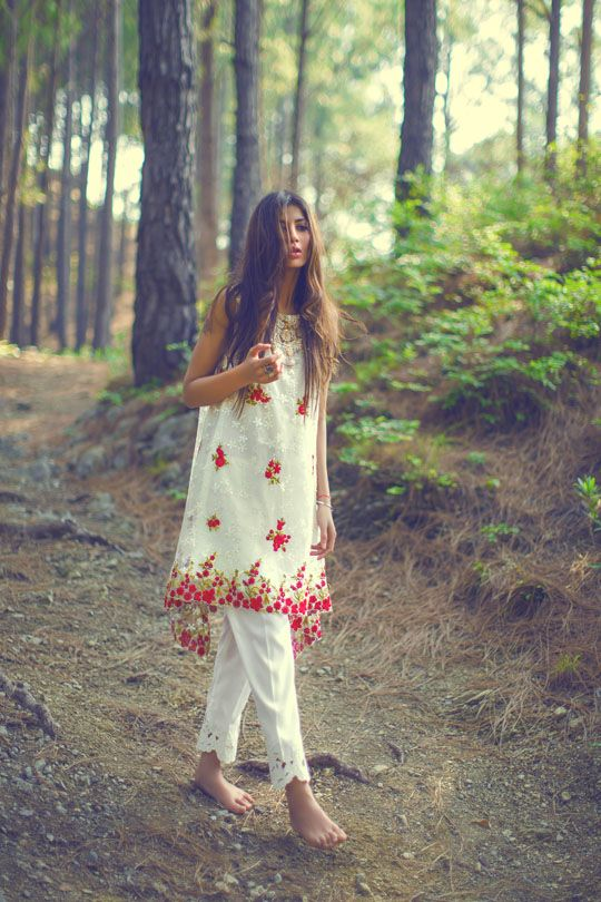 Mina Hasan once distinguished for their rich heavy set bridals, has introduced a new focus on luxury pret and light formals and wisely so as for most of us having easy access to ready-to-wear moder…
