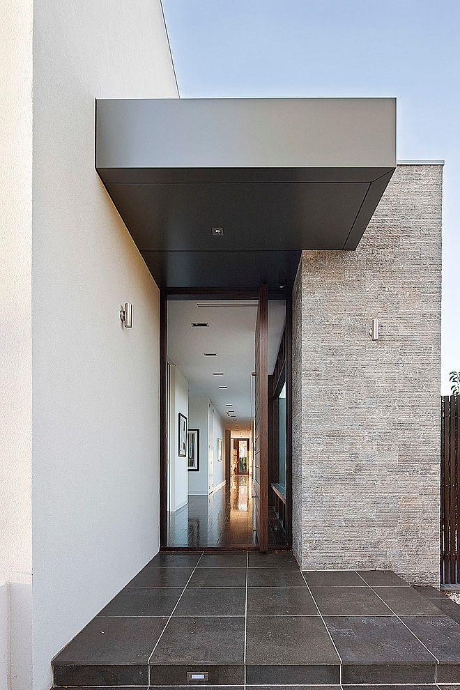 Brighton Home by Darren Comber 5 idea de cenefa en color oscuro (gris) para voladizo en ventana DP...