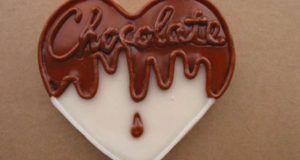 Πεντανόστιμο, πανάλαφρο, εύκολο και δροσερό σοκολατένιο προφιτερόλγιαεσάς, την οικογένειά σας και τουςφίλους που θέλετε να γλυκάνετε!!! Υλικά συνταγής Για τη κρέμα: 160γρ (1κουτί) άνθος αραβοσ…