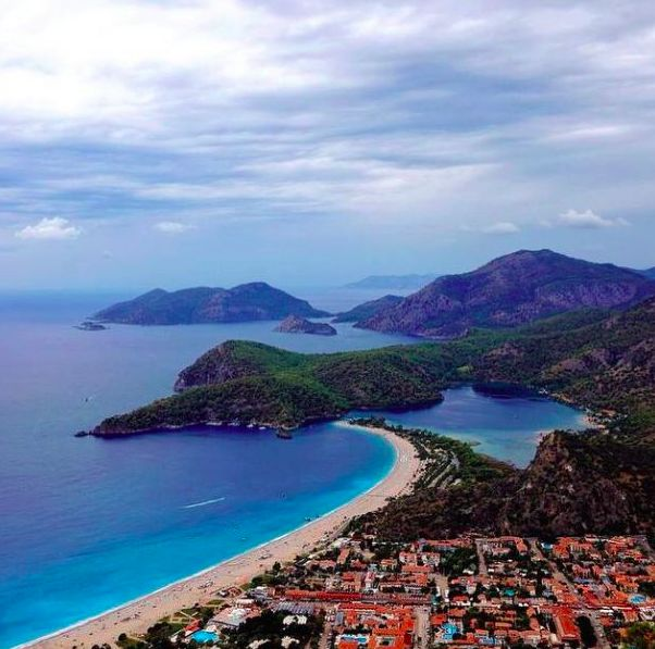 Where you're looking to dive into the depths of the deep blue sea, or parachute off the 1975 meter high Babadağ Mountain, or take a boat tour to discover unspoiled coves... Whatever strikes your fancy, it's there waiting for you at Ölüdeniz!