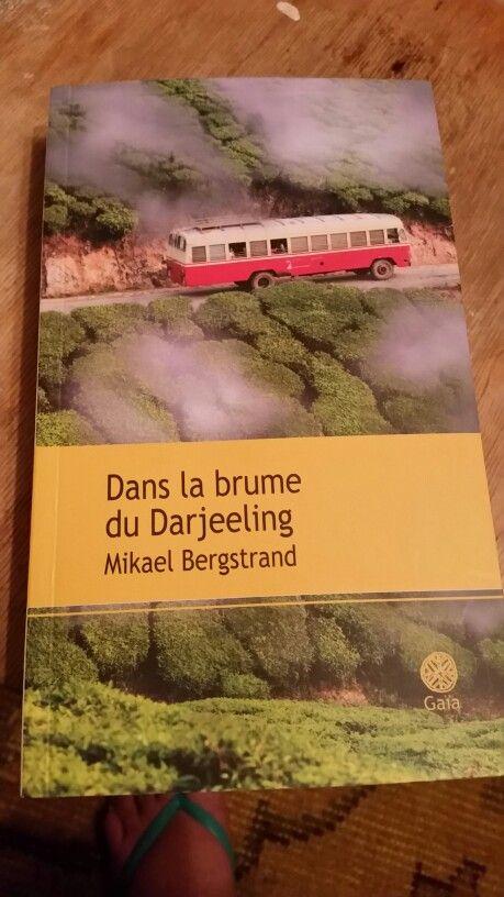 Les péripéties d'un Suédois jusqu'aux plantations brumeuses de Darjeeling  Ou l'on voit un indien bavard, une indienne énergique, des routes sinueuses, des tigresses gourmandes, de la chaleur et de l'humour