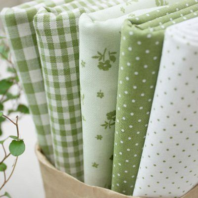 "simple green patterns of fabric - gingham, floral, dots. ""Smoothie Green 5 Different Kinds Korean Quilt Fabric Bundle100% Cotton 55 x 45cm (22.5""x18"") Each A Quarter Yard."""