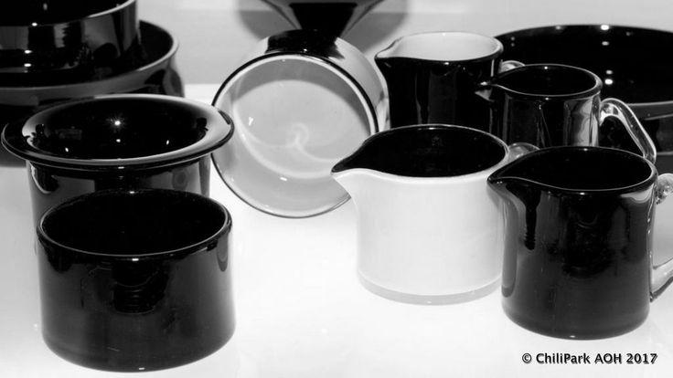 Nanny Still, kartio, black and white, riihimaen lasi, finnish glass