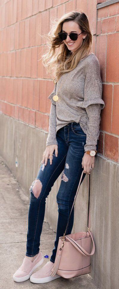 #spring #outfits /  Grey Knit / Destroyed Skinny Jeans / Beige Sneakers / Pink Leather Tote Bag
