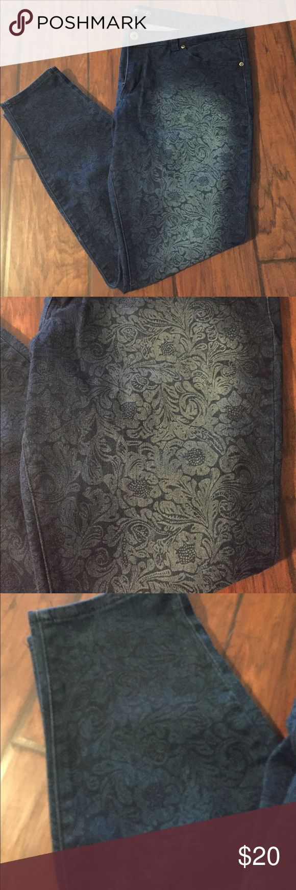 Floral Print Skinny Jeans Used but still in great condition. Floral print stretch skinny jeans. Forever 21 Jeans Skinny