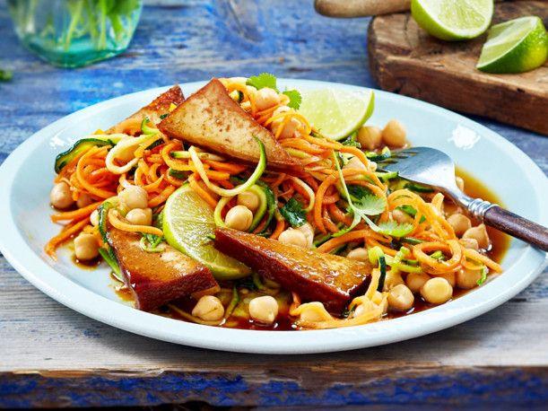 Gemüsespaghetti-Kichererbsen-Salat Rezept