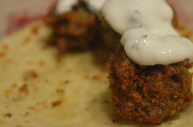 Les falafels sont des boulettes de pois chiches frites fort bonnes en bouche ! En voici la recette.