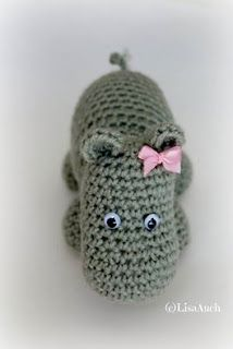 Hettie the Hippo amigurumi. (Free crochet pattern).