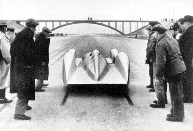 ca 1939. Record-breaking attempts on the Dessau - Bitterfeld Reichsautobahn.