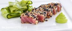 Mooi voorgerecht van tonijn en komkommer om je gasten mee te verrassen.