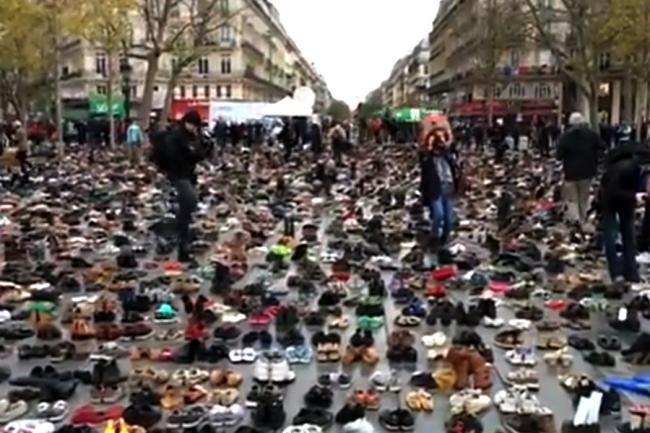 VIDEO - Parisul, blocat din cauza Conferinţei Internaţionale pentru schimbări climatice, COP21. Demonstraţiile ecologiştilor, interzise - http://www.eromania.org/video-parisul-blocat-din-cauza-conferintei-internationale-pentru-schimbari-climatice-cop21-demonstratiile-ecologistilor-interzise/?utm_source=Pinterest&utm_medium=neoagency&utm_campaign=eRomania%2Bfrom%2BeRomania