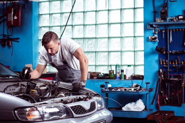 These particles can prevent the engine from running smoothly, which is why removing them can be a good step to improving an engine's functionality. But where do these particles come from? How serious are they, and when do skilled auto mechanics recommend this process should be carried out?
