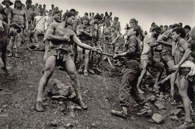 salgado-dispute-between-serra-pelada-gold-mine-workers-and-military-police-brazil-19862.jpg