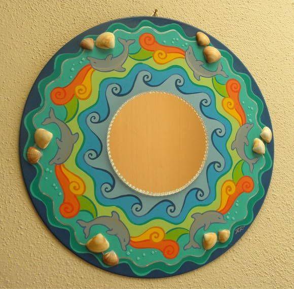 PEÇA ÚNICA - PRONTA ENTREGA!    Mandala - PINTURA EM LP - disco de vinil - uma proposta de reutilização e reciclagem!    Mandala com golfinhos, pintada à mão com tinta PVA e plástica, com aplicação de espelho e conchas do mar.