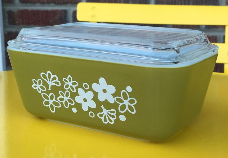 We've just listed a few pieces of great vintage Pyrex in the Spring Blossom or Crazy Daisy pattern.