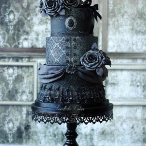 "Tamara Woutersen (Gemeente Zoetermeer, Netherlands) Gothic, victorian, steampunk and vintage / I am a self taught hobby baker that loves making cakes inspired by gothic/victorian/steampunk fashion. Next to that style, I also like making vintage, shabby chic cakes. I love texture and am always trying to get a ""fabric"" look on my cakes. You can also find me here: https://www.facebook.com/SweetlakeCakes/"