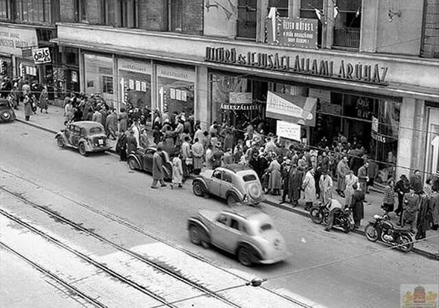 1956. Május. Árleszállítás at Uttörő Áruházban, Kossuth Lajos utca.