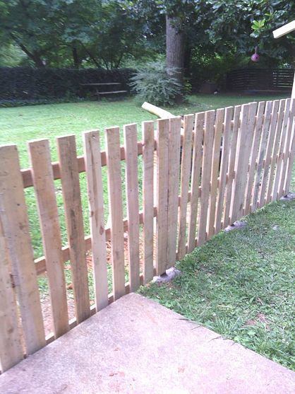 Pallet Fence- fix up side fence and put along the back to make it all match. I would like this by the shed...and fence off an area for my cat away from the dog.