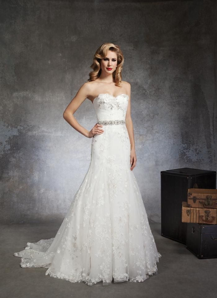 Celokrajkové korzetové svadobné šaty