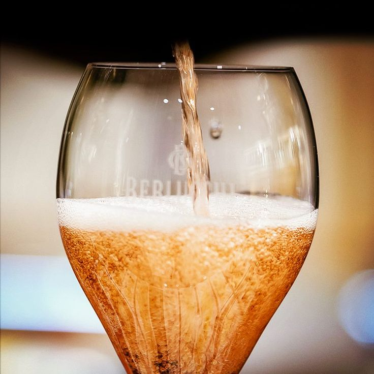 Pouring a glass of Berlucchi Franciacorta Rosé #Berlucchimood