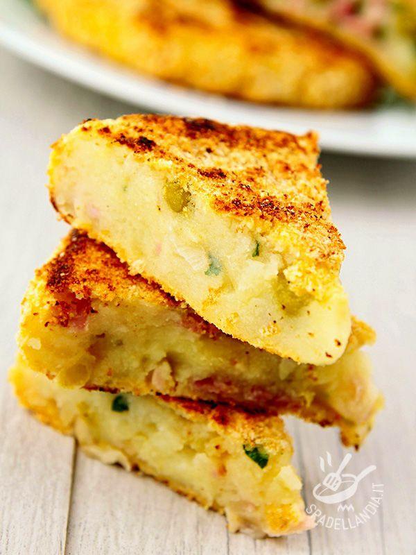 Scalloped potatoes, peas and ham - Il Tortino di patate, piselli e prosciutto cotto è un piatto completo che, accompagnato con un contorno di verdure di stagione, diventa un piatto unico.