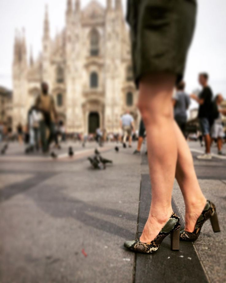 City and the Shoes | Glamorous sightseeing! #Zurbano python skin leather shoes #BrightPython #CityandtheShoes #milano #duomo #Italy