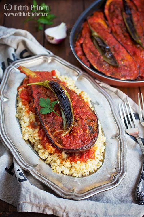 Imam Bayildi - un preparat de origine turceasca - vinete umplute cu legume: ceapa, ardei gras si rosii, in sos de rosii cu ulei de masline.