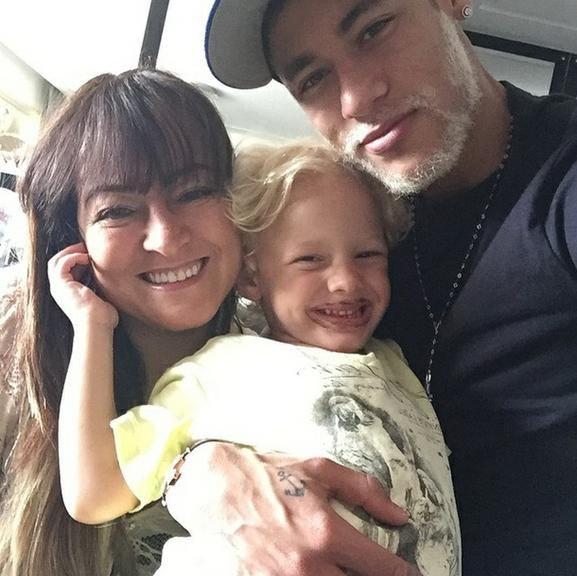 Em férias no Brasil, Neymar mostra foto com a mãe e com o filho, Davi Lucca