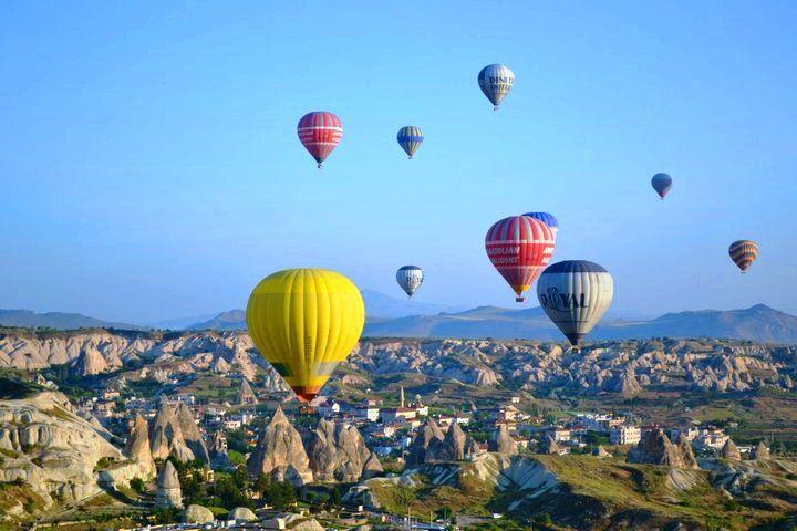 Enjoying the view from a hot air baloon... in Cappadocia, Turkey