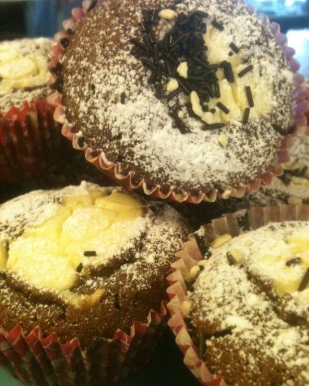 Cheese cake filled chocolate muffins recipe - http://forkandkniv.com/cheesecake-filled-chocolate-muffins/