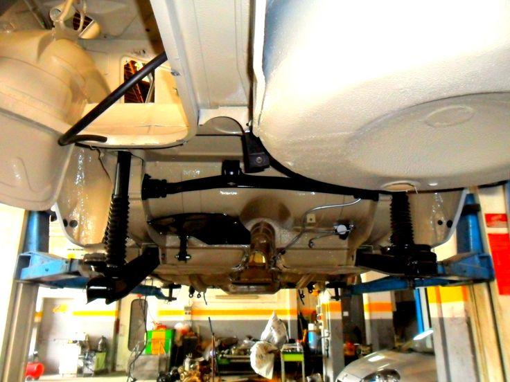 Sottoscocca parte posteriore con alcuni particolari montati di un'Alfa Rome Giulia